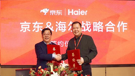 京东总裁_京东集团高级副总裁闫小兵(右)与海尔集团副总裁李华刚签署战略合作协